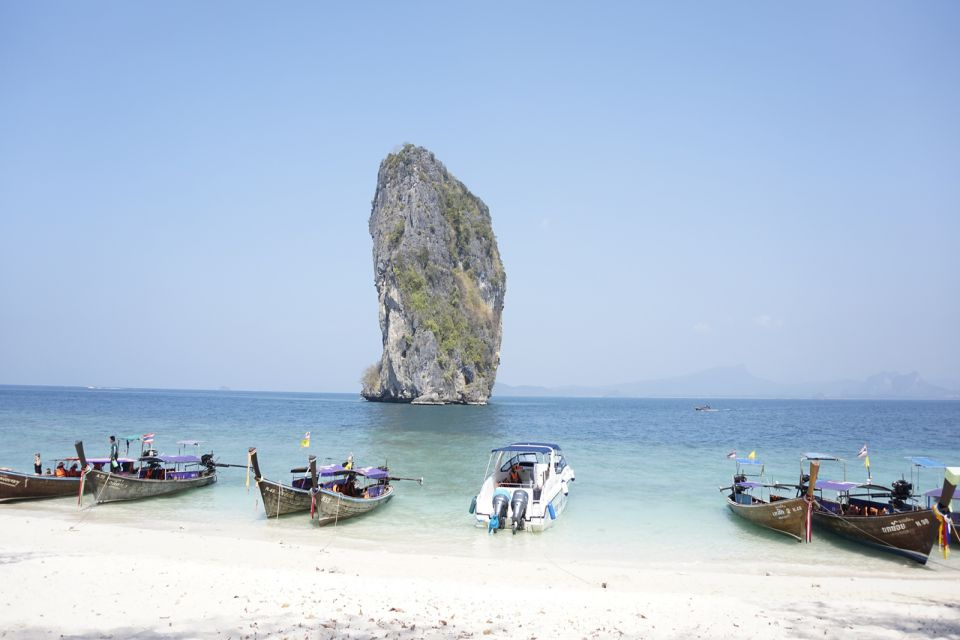 quan lan beach Aroka Travel