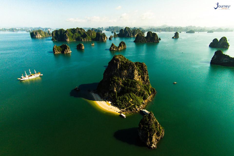 Famous Tourist Attractions In Ha Long - Journey Vietnam