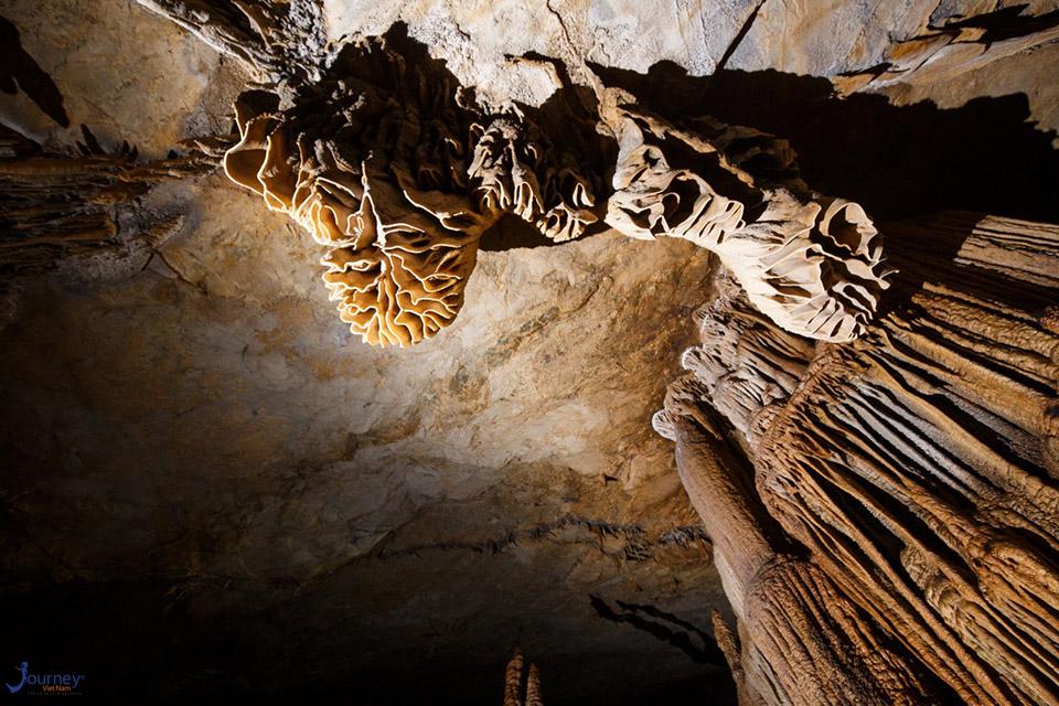 Bone Basin In Cac Co Cave Thay Pagoda - Journey Vietnam