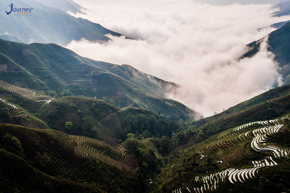 Hunt Clouds Atop Ta Xua Peak - Journey Vietnam