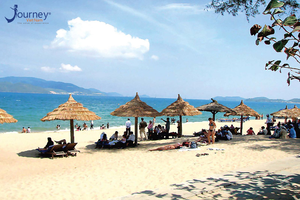 Bai Chay – New Interesting Beach