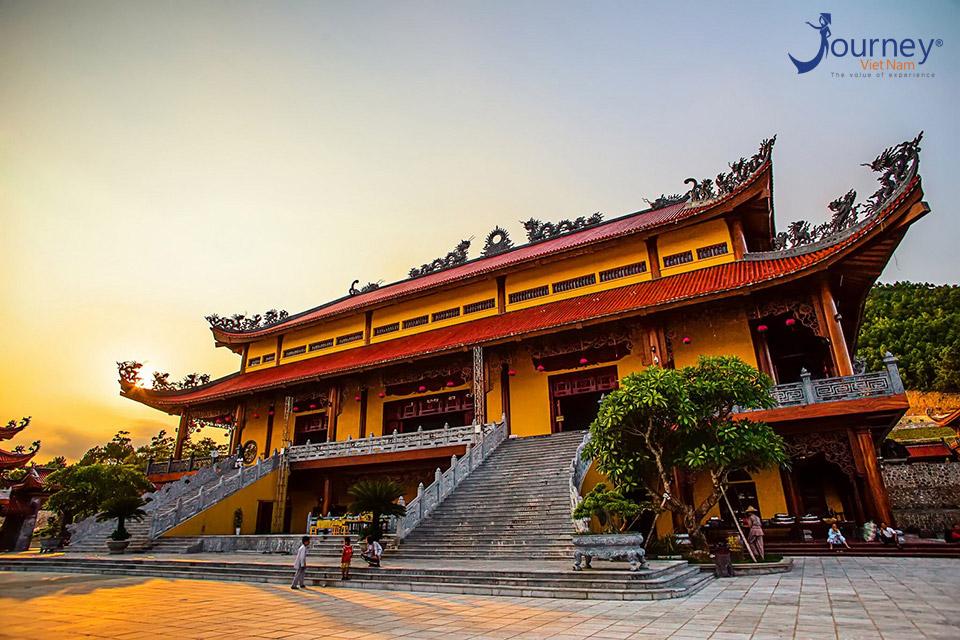 Ba Vang Pagoda – The Pagoda With Legends