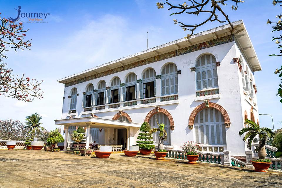 White Villa In Vung Tau